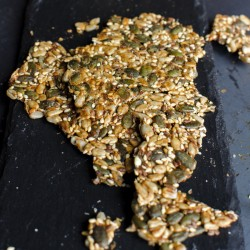 HOMEMADE CRACKERS WITH A MIX OF SEEDS